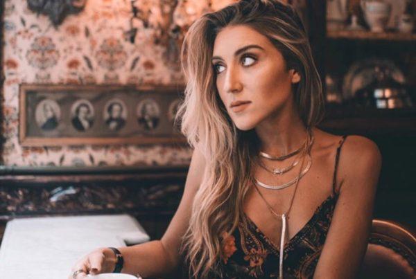 Krásná blogerka a youtuberka Alyssa Bosia bojovala u pcos s váhou