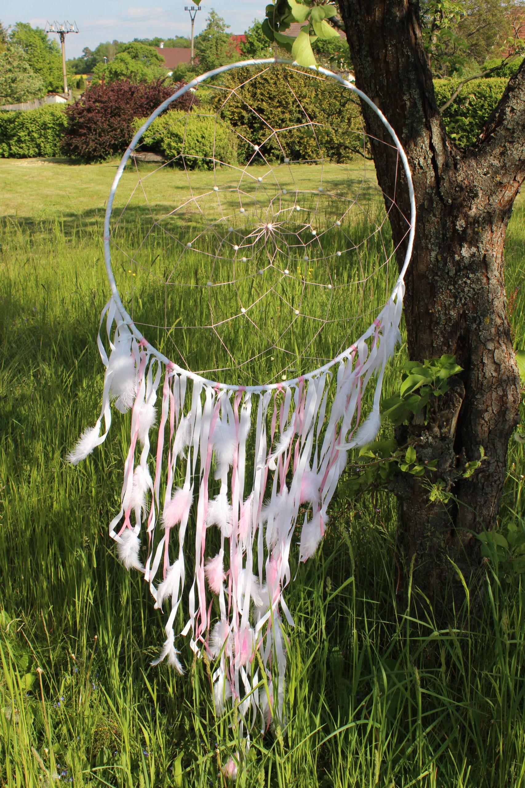 Obrovský růžovo-bílý lapač snů od JB Tvorba v přírodě